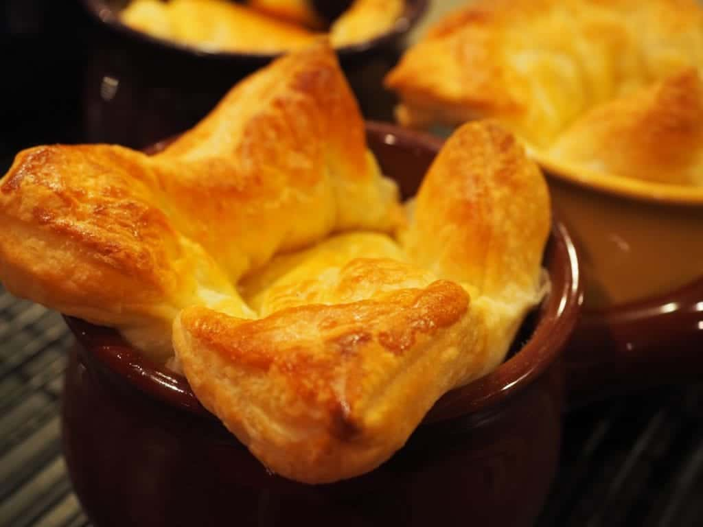 Looking for a simple, filling dinner? These beef pot pies are delicious, easy perfect for a chilly day. #thefreshcooky #beef #potpies #phyllo #comfortfood