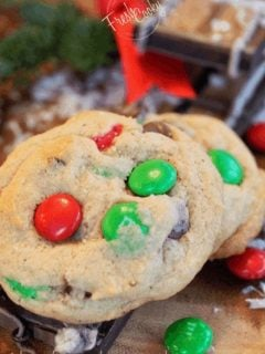 Holiday M & M Chocolate Chip Cookies | www.thefreshcooky.com