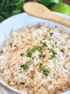 Chipotle Copycat Cilantro Lime Rice | www.thefreshcooky.com