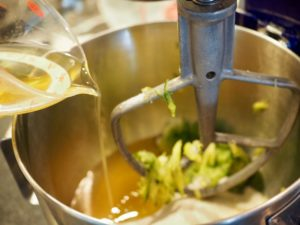 adding oil to bread batter | www.thefreshcooky.com