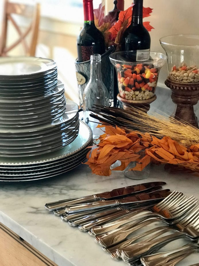 Prepare all of your dishes, decor, silverware and linens ahead of them, have ready and then set your table. It will come together so quickly! #thefreshcooky #tabledecor #thanksgiving #holidaytables #holidaydecor #thanksgivingtablescapes #holidayprep