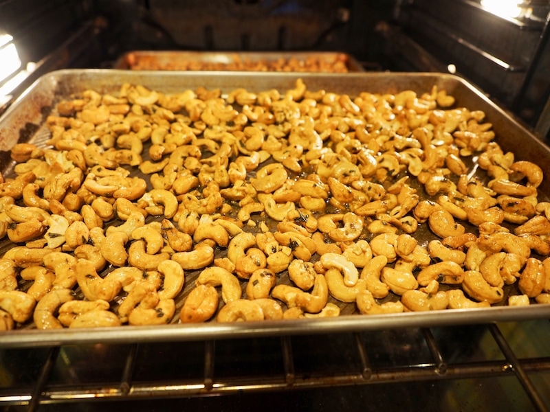 Rosemary Cashews, nutty, woodsy, spicy and a little bit sweet. #thefreshcooky #rosemarycashews #appetizer #neighborgifts #teachergifts #hostessgifts #christmas #makeahead #cashews