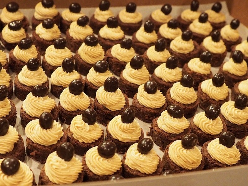 Espresso Brownie Bites with Kahlua Buttercream | www.thefreshcooky.com