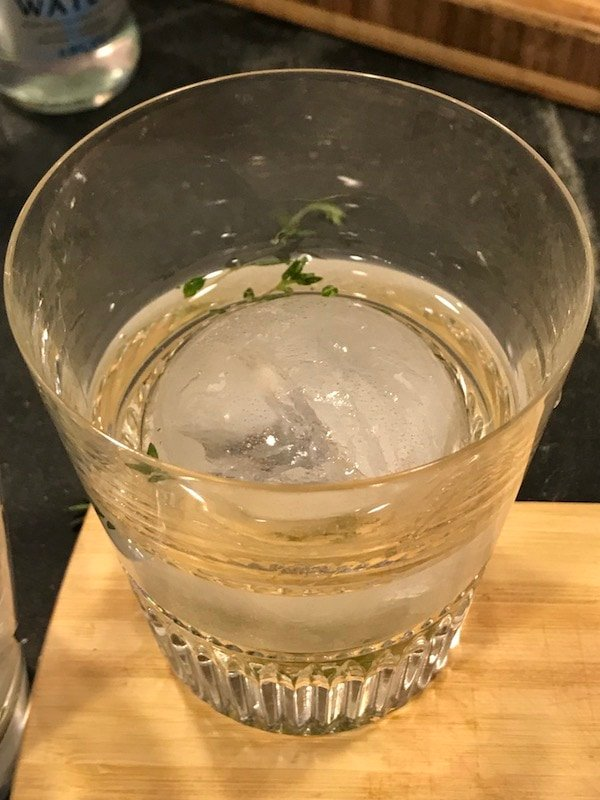 Cocktail ice in glass | thefreshcooky.com