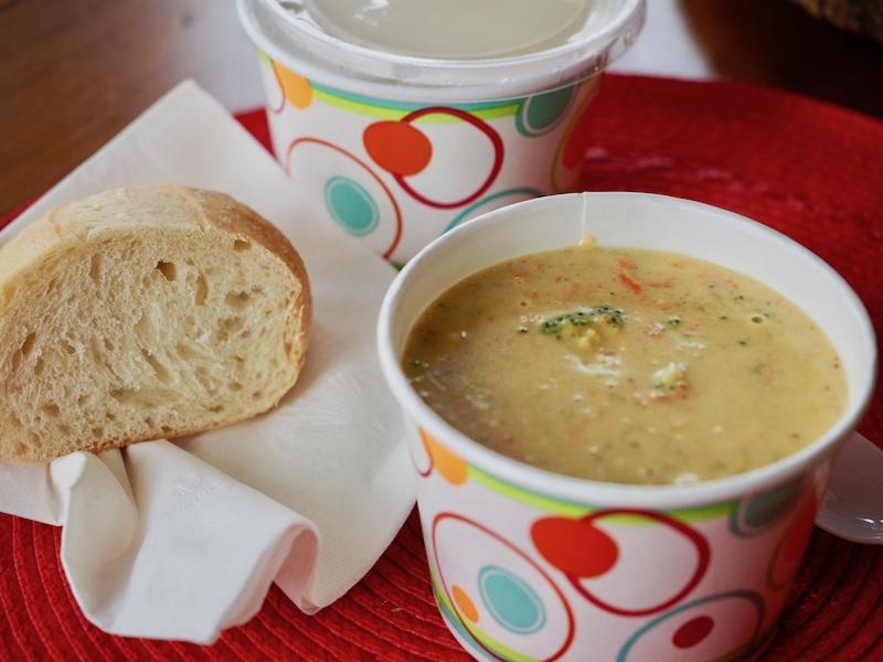 Broccoli Cheddar Soup   www.thefreshcooky.com #broccoli #soup #creamsoup #broccolicheddarsoup #paneracopycat