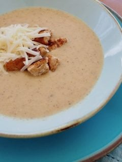 Roasted Cauliflower Soup | www.thefreshcooky.com