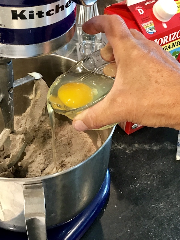 Adding eggs to dry ingredients for cupcakes | thefreshcooky