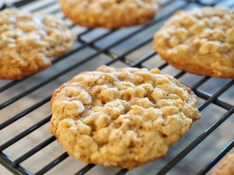 Oatmeal Cookie Sandwiches with Maple Brown Sugar Frosting   www.thefreshcooky.com #oatmealcookie #maplebrownsugarfrosting #sandwichcookies