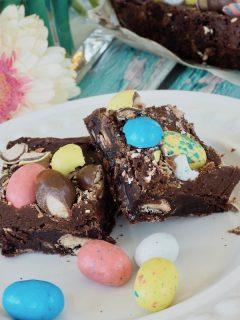 Robin Egg Easter Brownies | www.thefreshcooky.com #brownies #robineggbrownies #whopperbrownies
