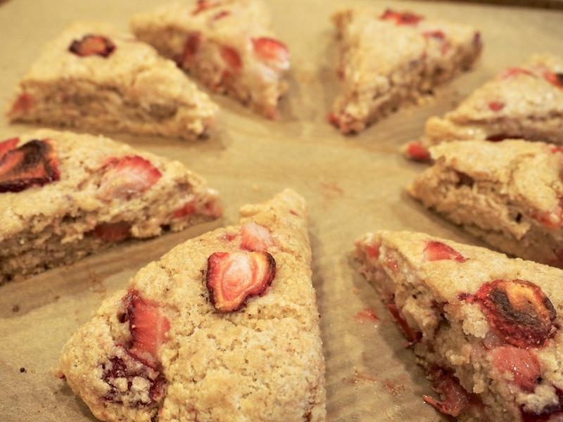 Baked strawberry scones before glaze| www.thefreshcooky.com