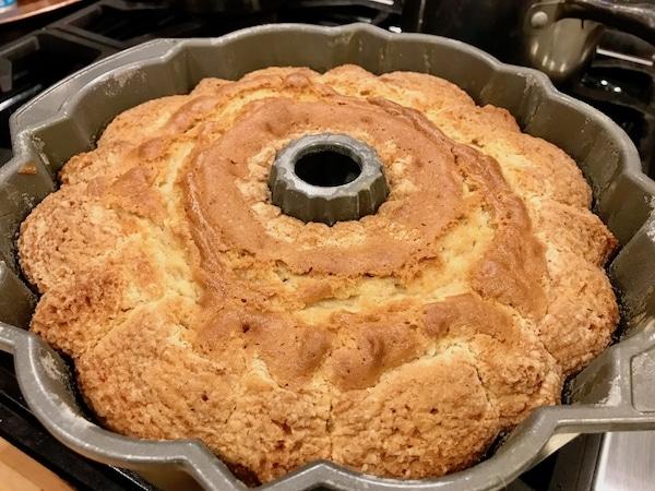 Kentucky Butter Cake | www.thefreshcooky.com #kentuckybuttercake #poundcake #bourbonsauce