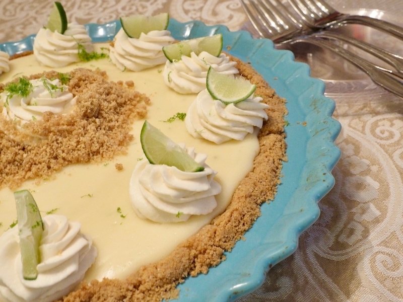 Dressed up key lime pie with whipped cream and graham crumbs | www.thefreshcooky.com