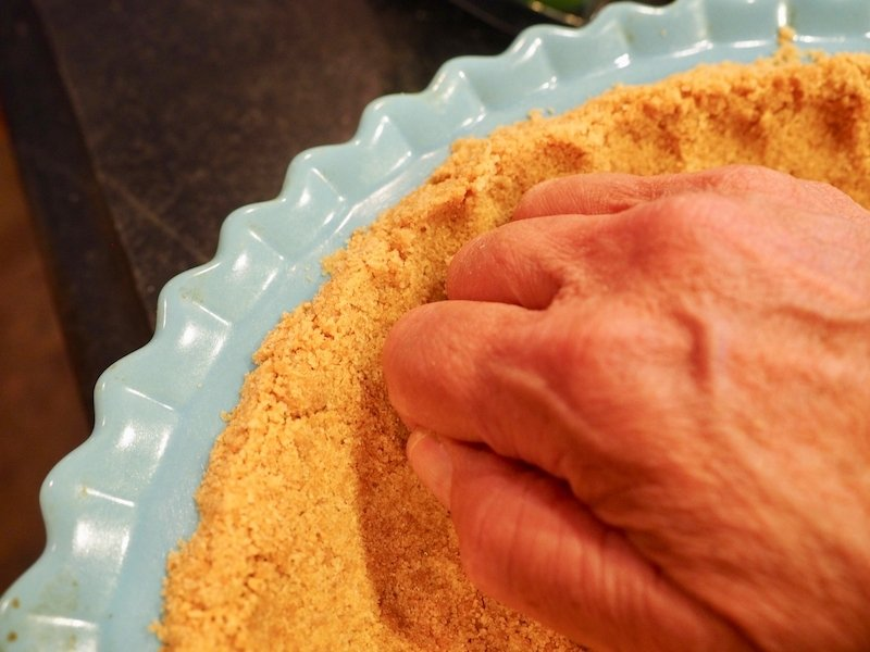 Graham Cracker Crust pressing with knuckles | www.thefreshcooky.com