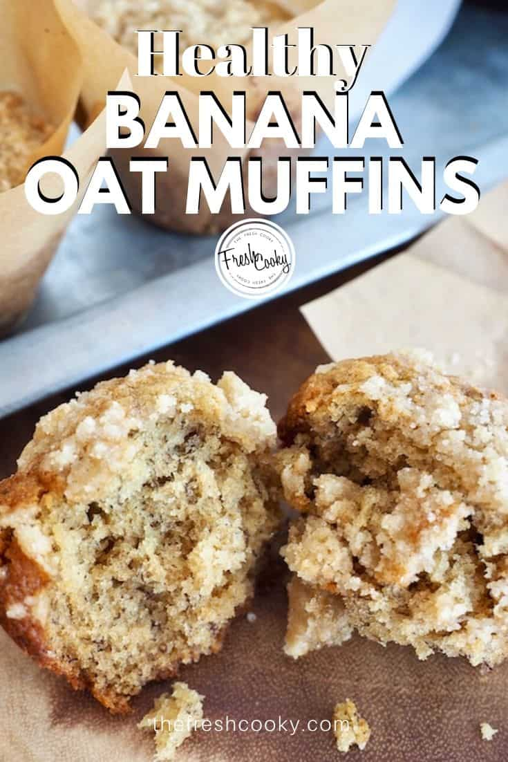Delicious, healthier Banana Oat Muffins with or without streusel. Recipe via @thefreshcooky | #bananamuffins #healthy #easy #oatmeal #crumb #wholegrain via @thefreshcooky
