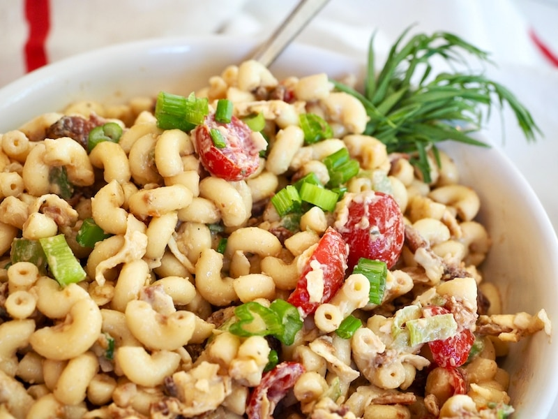 bowl of bacon balsamic macaroni salad with bits of crisp bacon, crisp green onion slices, elbow macaronis covered in a creamy balsamic dressing. thefreshcooky.com