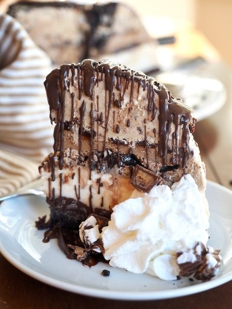 Mud Pie Ice Cream Cake | www.thefreshcooky.com