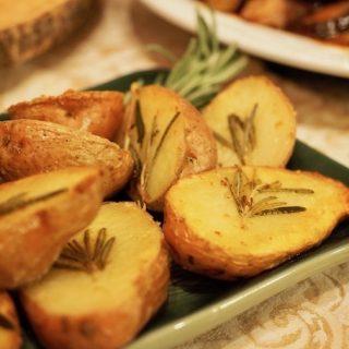 Roasted Rosemary Red Potatoes | www.thefreshcooky.com