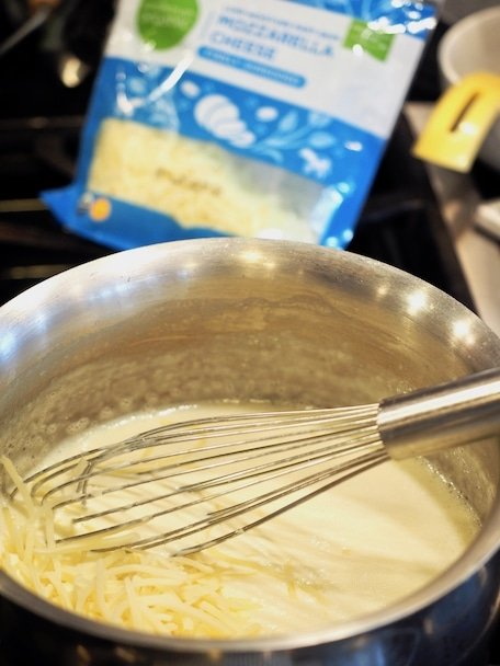 Adding Mozzarella To White Queso Dip | www.thefreshcooky.com