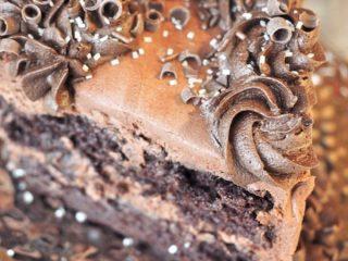 Decorated Chocolate Zucchini Cake | www.thefreshcooky.com