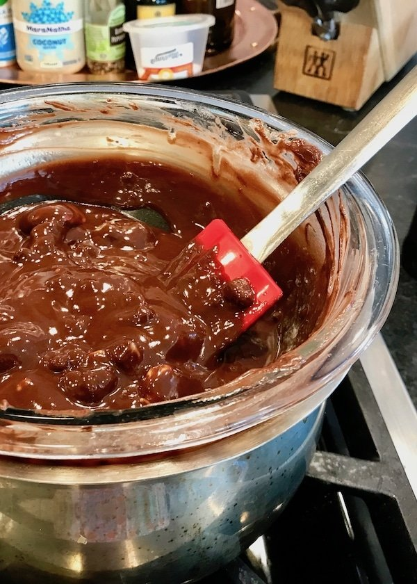 Stir butter and chocolate to melt | www.thefreshcooky.com