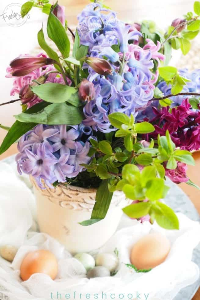 An easy and cheap spring floral arrangement