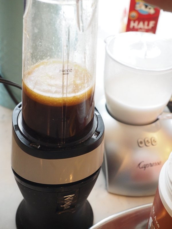 Blending Bulletproof Coffee | www.thefreshcooky.com