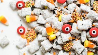 """Halloween """"Puppy Chow"""" Muddy Buddies"""