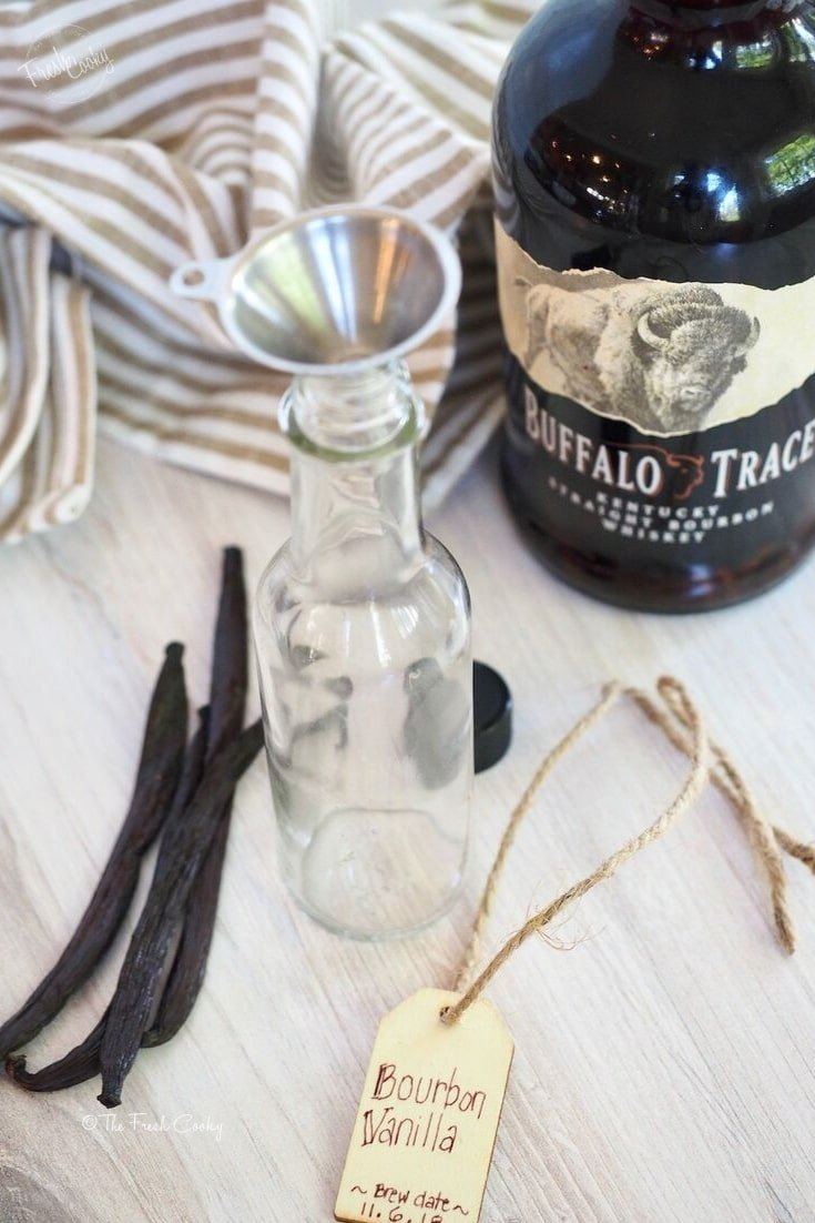 Ingredients and Tools to make your own homemade vanilla extract | thefreshcooky.com