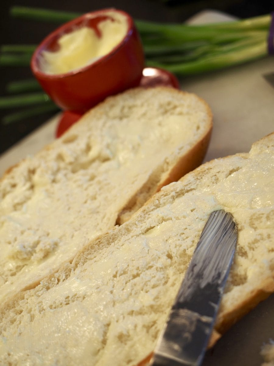 spreading thin butter on french  bread | thefreshcooky.com