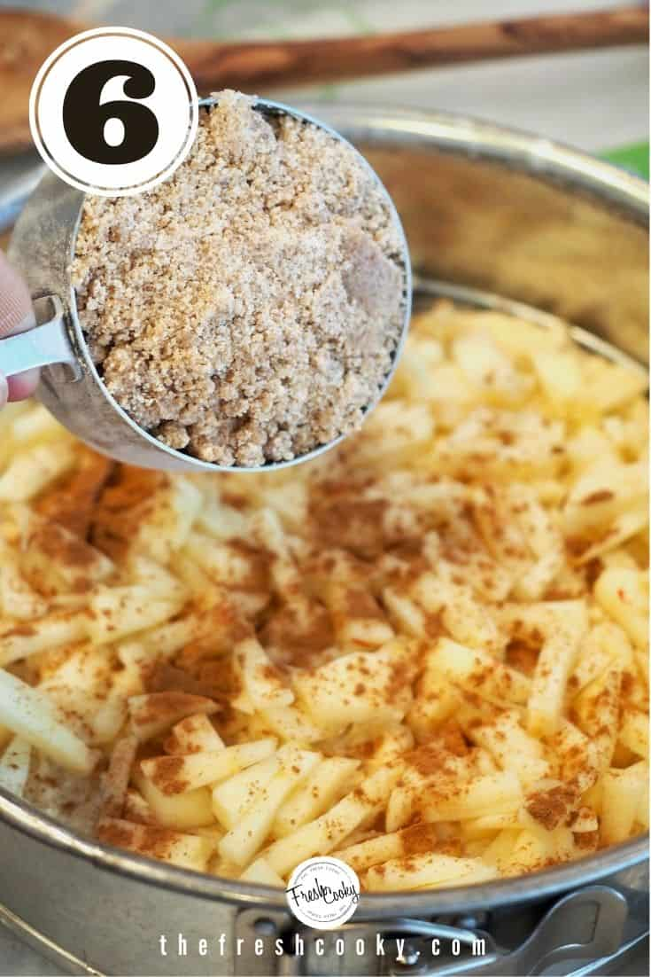 Layer apples, cinnamon and crumbs